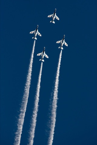 航空自衛隊は4月3日、2017年度におけるブルーインパルス展示飛行予定を発表した。