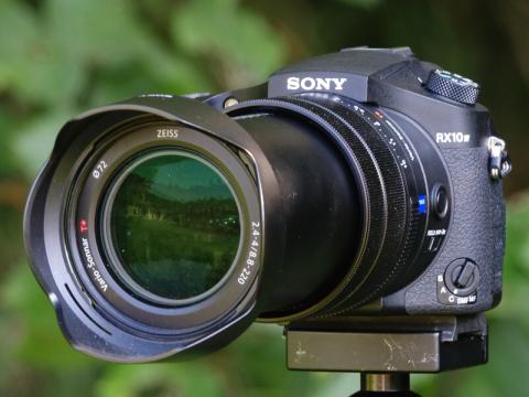 新製品レビュー:動物写真家から見た「SONY RX10 IV」の魅力