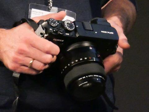 フォトキナ 富士フイルム 1億画素の gfx を開発発表 デジカメ watch