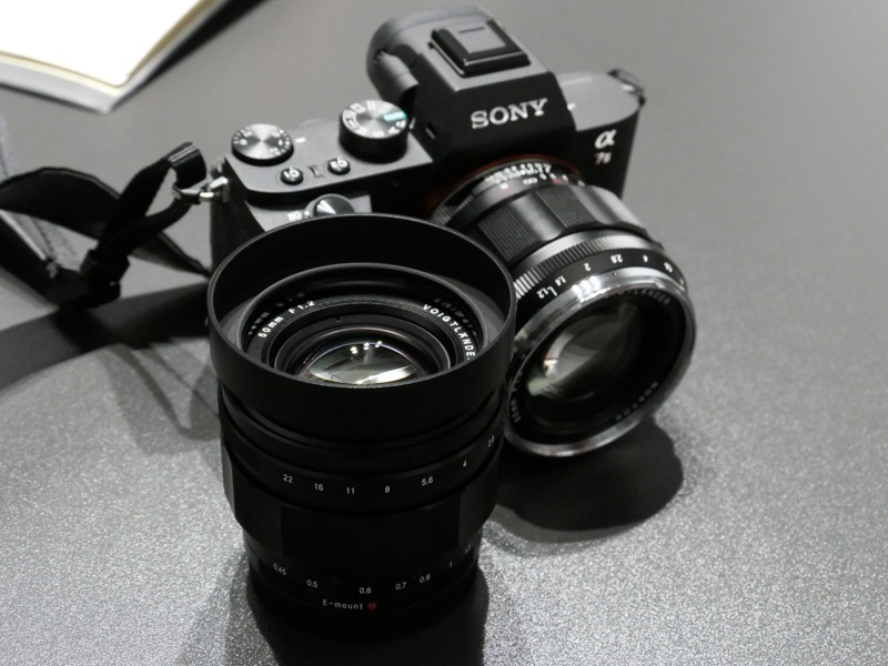 NOKTON 50mm F1.2 Aspherical E-mount。左からType1、Type2。