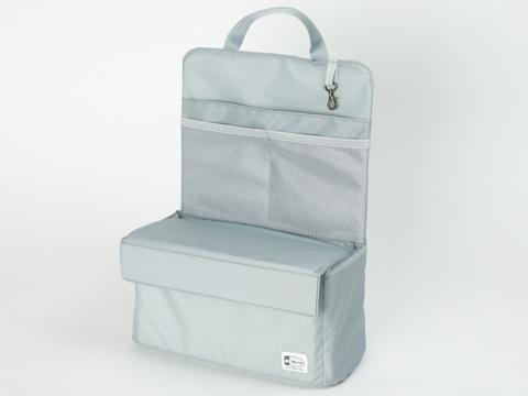 b35b4c8ff6c6 カメラ収納部分の上部にはフタが設けられており、リュックに入れた際に上に財布やポーチなどの荷物を置くことができる。