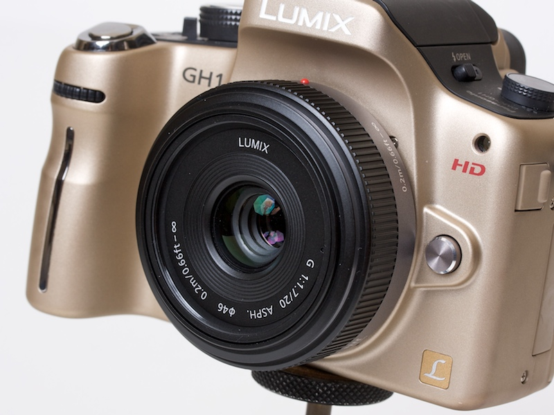 <b>LUMIX G 20mm F1.7 ASPH.を装着したDMC-GH1</b>