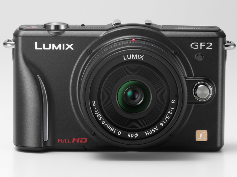 <b>LUMIX G 14mm F2.5 ASPH.を装着</b>