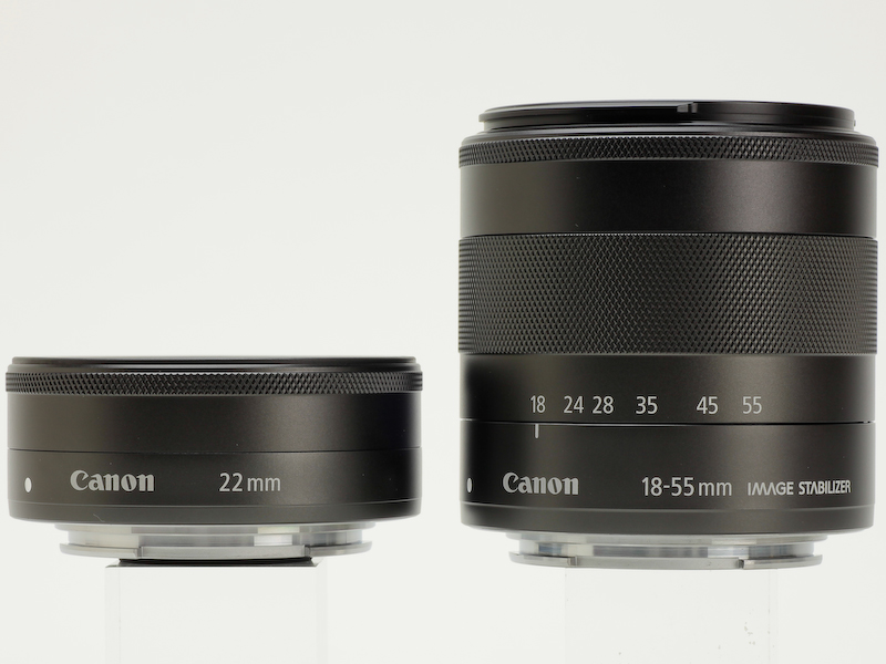 <b>EF-M 22mm F2 STM(左)とEF-M 18-55mm F3.5-5.6 IS STM(右)</b>