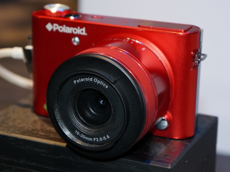 Polaroid iM1836(2013 International CESに展示していたコンセプトモデル。編集部撮影)