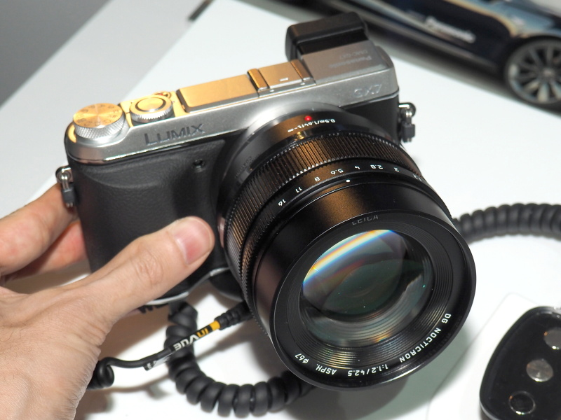 LEICA DG NOCTICRON 42.5mm F1.2 ASPH. POWER O.I.S.。ボディはLUMIX DMC-GX7